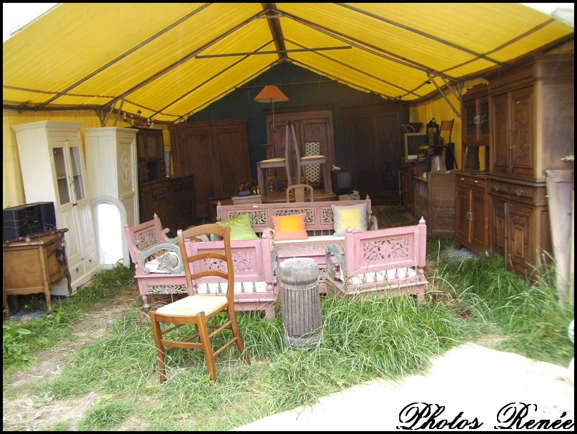 le champ de brocante en plein air dans le morbihan. Black Bedroom Furniture Sets. Home Design Ideas